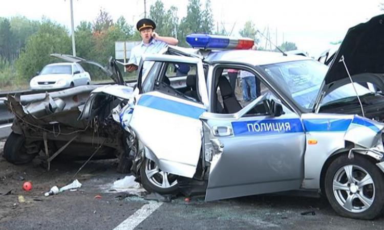 Под Медногорском на трассе в машину ДПС врезалась «Лада Приора»