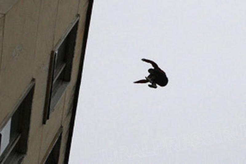 Пенсионер прыгнул с крыши девятиэтажного дома в Новотроицке