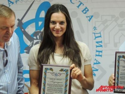 Елена Исинбаева решила уехать из России