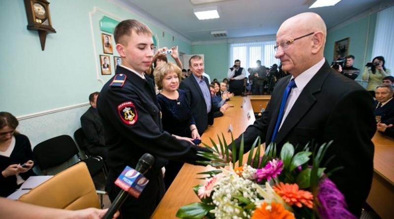 Полицескому-спасателю подарили трехкомнатную квартиру