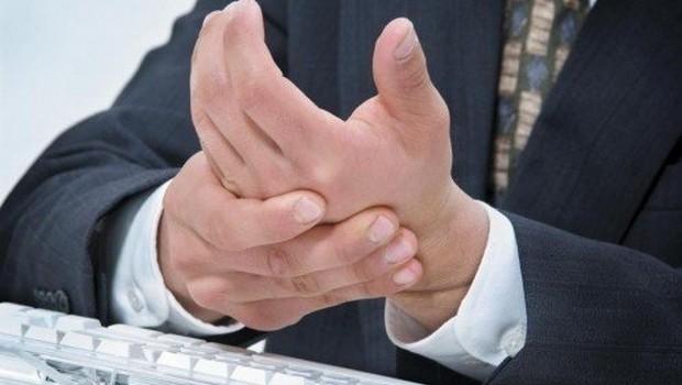 В Медногорске мужчине станком отрезало пальцы