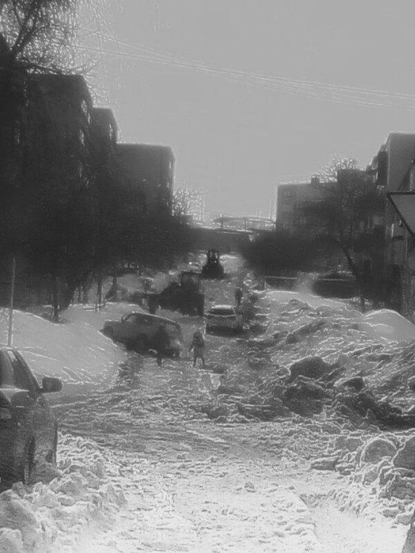 Улица Фурманова в Медногорске давно утонула в снегу